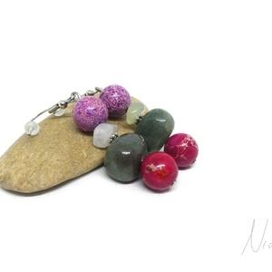 Rózsaillat - ásványfülbevaló, Ékszer, Fülbevaló, Lógó fülbevaló, 8-14 mm-es olíva jáde, mohaachát és színezett jáspis ásványok, ezüst színű fém köztesek alkotják, ni..., Meska