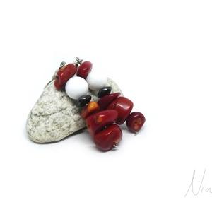 Csipkerózsika - ásvány és korall fülbevaló, Ékszer, Fülbevaló, Lógó fülbevaló, Ékszerkészítés, 6-11 mm-es vörös korall, jáde és hematit ásványokból készítettem, nikkelmentes akasztóra szerelve. \n..., Meska