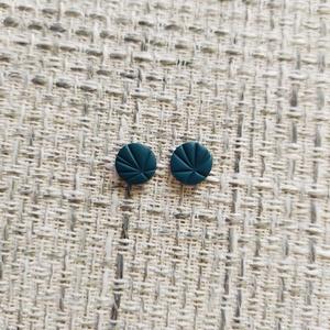 Tavasz színei fülbevaló, Ékszer, Fülbevaló, Pötty fülbevaló, Ékszerkészítés, Gyurma, Kézzel készült fülbevaló. \nLegszélesebb részek mérete (kb): 10 mm x 10 mm\n\nEgyeztetés alapján más sz..., Meska