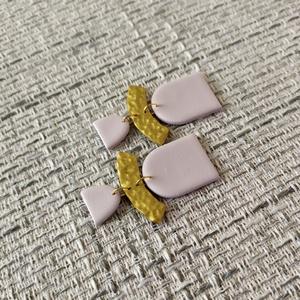 Simple fülbevaló, Ékszer, Fülbevaló, Lógós fülbevaló, Ékszerkészítés, Gyurma, Kézzel készült fülbevaló. Arany színű szerelékkel.\nLegszélesebb részek mérete (kb): 47 mm x 30 mm\n\nE..., Meska