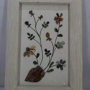 Kavicsvirág csokor amforában, Kép & Falikép, Dekoráció, Otthon & Lakás, Famegmunkálás, Mindenmás, A tavasz ihlette ezt a virágcsokros képet. Minden egyes kavicsot saját kézzel szedtem, válogattam. R..., Meska