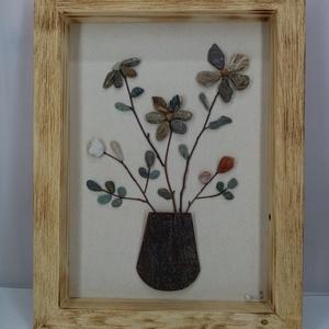 Kavicsvirág csokor bükkfa vázában, Kép & Falikép, Dekoráció, Otthon & Lakás, Famegmunkálás, Mindenmás, A tavasz ihlette ezt a virágcsokros képet. Minden egyes kavicsot saját kézzel szedtem, válogattam. R..., Meska
