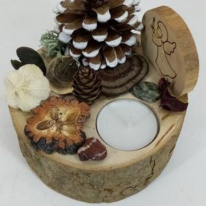 Karácsonyi asztaldísz mécsessel és lézergravírozott angyalkával, natúr díszítéssel, Otthon & Lakás, Karácsony & Mikulás, Karácsonyi dekoráció, Famegmunkálás, Mindenmás,  Egy kb. 5 cm magas 10-12 cm átmérőjű fakorongra készítettem a karácsonyi dekorációt.\nCsak természet..., Meska