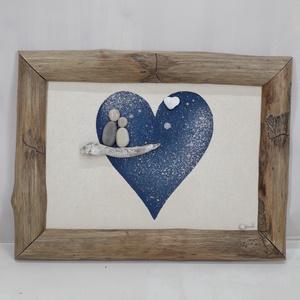 Szerelmespár kék szívben, Otthon & Lakás, Dekoráció, Kép & Falikép, Famegmunkálás, Mindenmás, Romantikus kavicskép stilizált szerelmespárral kék szívben . A két kis kavicsfigurát egy faágra ülte..., Meska