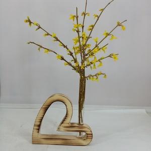 Egyedi ajándékötlet, szív alakú fa dekoráció, Otthon & Lakás, Dekoráció, Virágtartó, Famegmunkálás, 15 cm széles, 12 cm magas, 25 mm vastagságú szív alakú kémcsöves virágtartó. \nDekoratív ajándék elje..., Meska