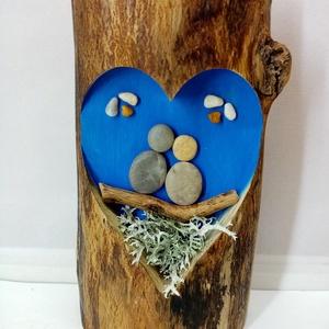 """Szerelmesek kék színű szív alakú görbefa \""""ablakban\"""", Otthon & Lakás, Dekoráció, Dísztárgy, Famegmunkálás, Mindenmás, Apró ajándéknak szántuk a kimarózott görbefába ültetett kedves kis szerelmespárokat\nA kavicsokat akr..., Meska"""