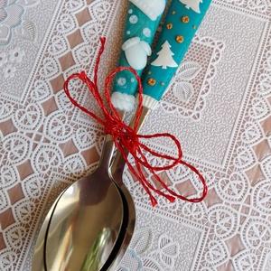 Karácsonyi kanalak, Dekoráció, Otthon & lakás, Ünnepi dekoráció, Karácsony, Karácsonyi dekoráció, Gyurma, Süthető gyurmával díszített egyedi evőeszközöket készítettem. A nagyobb kanál 17 cm-es, kisebb gyerm..., Meska