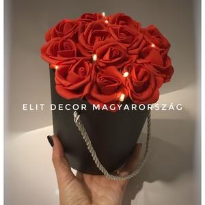 Piros Rózsás virágdoboz led-világítással, Otthon & lakás, Dekoráció, Csokor, Lakberendezés, Virágkötés, 20*25 cm-es fekete henger dobozba oázist tettem, elhelyeztem rajta a led-világítást és habrózsákkal ..., Meska