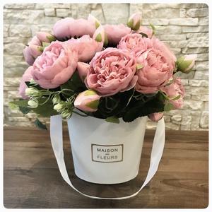 Bazsarózsa csokor, Otthon & Lakás, Dekoráció, Púder rózsaszín bazsarózsa fehér dobozban. 25 cm magas élethű bazsarózsák. Letisztult dekoráció vagy..., Meska