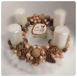 Fehér szőrmés adventi koszorú, Karácsony & Mikulás, Adventi koszorú, 22 cm-es gyönyörű fehér szőrmés koszorú arany díszekkel. Csodálatos hangulatot teremt otthonában.   ..., Meska