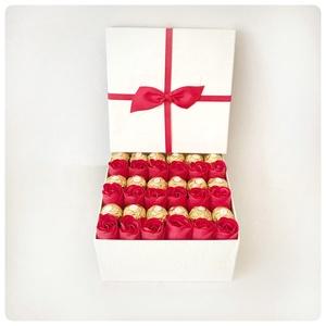 Szappan rózsa csokival, Esküvő, Vörös szappanrózsa csokival. Gyönyörű ajándék évfordulóra, Valentin napra, születésnapra hölgyeknek...., Meska