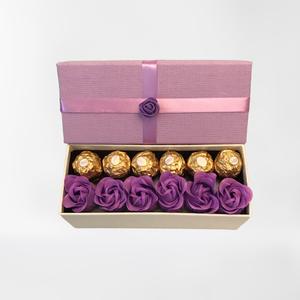 Lila szappanrózsa doboz, Művészet, Más művészeti ág, Lila szappanrózsa és csoki díszdobozban. A rózsák valódi szappanok, így nem csak szépek még hasznosa..., Meska