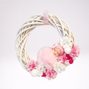 Babaszoba kopogtató kislányoknak, Játék & Gyerek, Babalátogató ajándékcsomag, 20 cm-es rózsaszín baba kopogtató. Vessző koszorúra készített egyedi dísz kislány szoba ajtóra. Alvó..., Meska