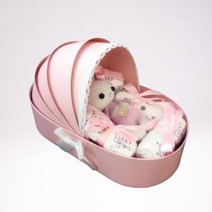 Bölcső doboz horgolt nyuszival, Játék & Gyerek, Babalátogató ajándékcsomag, Horgolás, Bölcső doboz horgolt nyuszival. Szép és kreatív ajándék. Gyönyörű bölcső alakú dobozban horgolt nyus..., Meska