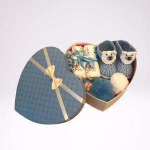 Szív alakú szürke babaváró doboz. , Játék & Gyerek, Babalátogató ajándékcsomag, Szív alakú babaváró doboz kisfiúknak, egyedileg kialakított, hasznos ajándékokkal. Egyediségét a dís..., Meska