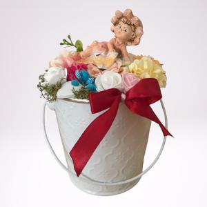 Tavaszi kaspó figurával kicsi, Otthon & Lakás, Dekoráció, Virágkötés, Tavaszi kaspó figurával kicsi. Tavaszias hangulatot hoz ez a kis alkotás otthonába. A virágok nem he..., Meska
