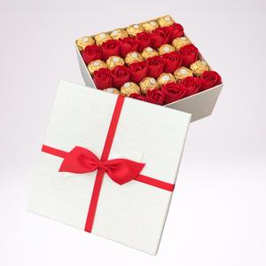 Szappan rózsa csokival, Esküvő, Virágkötés, Vörös szappanrózsa csokival. Gyönyörű ajándék évfordulóra, Valentin napra, születésnapra hölgyeknek...., Meska