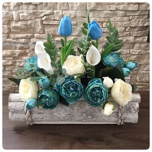 Kék virágoskert rönk virágtartóban 40/40 cm Nagy, Otthon & Lakás, Dekoráció, Gyönyörű virágok kertecskében. Hossza kb 40 cm, magassága 30 cm. Kék virágok dominálnak, krém színű ..., Meska