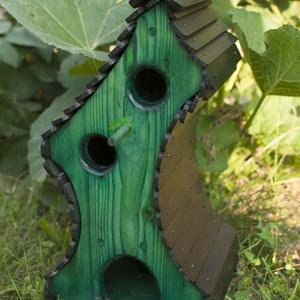 Zöld torony madáretető, madárodú, Állatfelszerelések, Lakberendezés, Otthon & lakás, Madár kellékek, Kerti dísz, Famegmunkálás, Különleges és teljesen egyedi alkotás, melyet máshol nem lehet kapni. Egyedi tervezésű madárotthon, ..., Meska