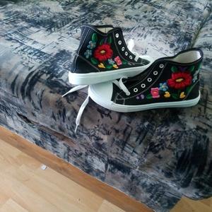 hímzett cipö belsö taplhossz 23.5cm, Gyerek & játék, Táska, Divat & Szépség, Cipő, papucs, Hímzés, himzett nöi cipő, Meska
