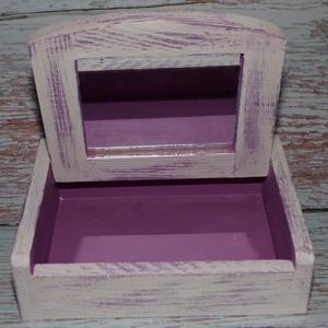 Lila mámor vintage tükrös ékszerdoboz, Otthon & lakás, Lakberendezés, Tárolóeszköz, Doboz, Festett tárgyak, Mindenmás, Dekor Soft Paint festékkel festett, koptatott,  csodaszép lila tükrös ékszerdobozka, tetején egy hóp..., Meska