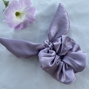 Pasztell lila szatén hajgumi újrahasznosított anyagból, Ruha & Divat, Hajdísz & Hajcsat, Hajgumi, Varrás, Újrahasznosított alapanyagból készült termékek, Újrahasznosított anyagból készült masnis szatén hajgumi, Meska