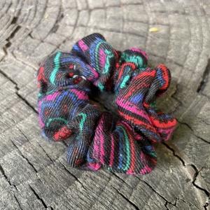 Mini scrunchie, újrahasznosított, Ruha & Divat, Hajdísz & Hajcsat, Hajgumi, Újrahasznosított alapanyagból készült termékek, Varrás, Újrahasznosított anyagból készült mini hajgumi, Meska