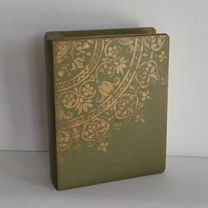 Titkok őre- könyv formájú doboz(olíva zöld), Otthon & Lakás, Dekoráció, Díszdoboz, Festett tárgyak, Famegmunkálás, Puzzle doboz rejtekhellyel, féltve őrzött kincseknek.\nKönyv formájú, festett fa doboz. Matt lakkal k..., Meska