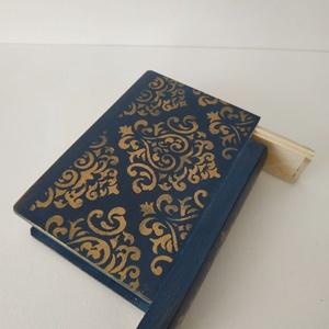 Titkok őre- könyv formájú doboz(indigó kék), Otthon & Lakás, Dekoráció, Díszdoboz, Festett tárgyak, Famegmunkálás, Puzzle doboz rejtekhellyel, féltve őrzött kincseknek.\nKönyv formájú, festett fa doboz. Matt lakkal k..., Meska