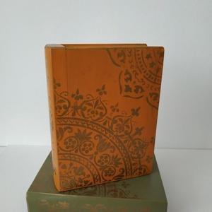 Titkok őre- könyv formájú doboz(narancs), Otthon & Lakás, Dekoráció, Díszdoboz, Festett tárgyak, Famegmunkálás, Puzzle doboz rejtekhellyel, féltve őrzött kincseknek.\nKönyv formájú, festett fa doboz. Matt lakkal k..., Meska