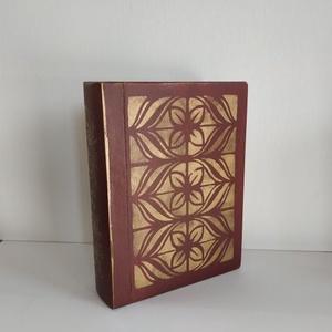 Titkok őre- könyv formájú doboz(bordó), Otthon & Lakás, Dekoráció, Díszdoboz, Festett tárgyak, Famegmunkálás, Puzzle doboz rejtekhellyel, féltve őrzött kincseknek.\nKönyv formájú, festett fa doboz. Matt lakkal k..., Meska