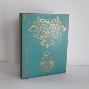 Titkok őre- könyv formájú doboz(vintage kék), Otthon & Lakás, Dekoráció, Díszdoboz, Festett tárgyak, Famegmunkálás, Puzzle doboz rejtekhellyel, féltve őrzött kincseknek.\nKönyv formájú, festett fa doboz. Matt lakkal k..., Meska