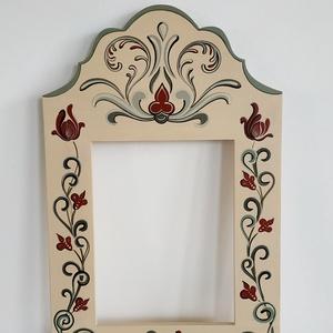 Kézzel festett tükör keret, Otthon & Lakás, Dekoráció, Tükör, Festett tárgyak, Kalotaszegi templomkazetta mintája alapján festett egyedi tükör keret.\nSelyemfényű lakkal zárva.\nMér..., Meska