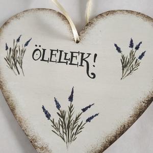 """Ölellek szív tábla- Levendula, Otthon & Lakás, Dekoráció, Falra akasztható dekor, Festett tárgyak, Kézzel festett fa szív levendulával, \""""Ölellek\"""" felirattal.\nMérete: 14 x 15 cm\n\nEgyedi kérést is szív..., Meska"""