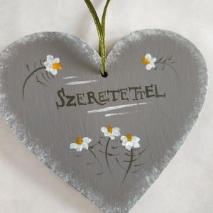 """Szeretettel szív tábla- Kamilla, Otthon & Lakás, Dekoráció, Falra akasztható dekor, Festett tárgyak, Kézzel festett fa szív levendulával, \""""Szeretettel\"""" felirattal.\nMérete: 10 x 9 cm\n\nEgyedi kérést is s..., Meska"""