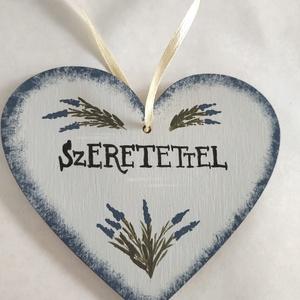 """Szeretettel szív tábla- levendula, Otthon & Lakás, Dekoráció, Falra akasztható dekor, Festett tárgyak, Kézzel festett fa szív levendulával, \""""Szeretettel\"""" felirattal.\nMérete: 10 x 9 cm\n\nEgyedi kérést is s..., Meska"""
