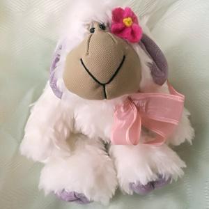 Molly, a barilány, Játék, Gyerek & játék, Plüssállat, rongyjáték, Gyereknap, Ünnepi dekoráció, Dekoráció, Otthon & lakás, Szerelmeseknek, Baba-és bábkészítés, Varrás, Molly egy szelíd és félénk bárányka. Gyorsan öleld meg, ha kéri! Szívesen kirándul illatos réteken, ..., Meska