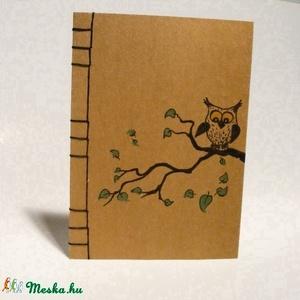 \'Baglyos\'. A/5-ös méretű füzet. Kézzel fűzött, kézzel rajzolt bagollyal; natúr borító, Naptár, képeslap, album, Otthon & lakás, Jegyzetfüzet, napló, Egyéb, Gyerek & játék, Könyvkötés, Papírművészet, A/5-ös méretű füzet, fekete cérnával kézzel fűztem. A borító erős, natúr színű ún. szövetpapírból ké..., Meska