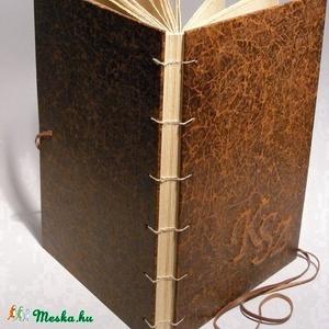 Adrienn egyedi kérései alapján készülő kopt fűzésű könyv. A4 méretű, antikolt festésű bordó valódi bőr, antikolt lapok, Otthon & Lakás, Papír írószer, Album & Fotóalbum, Könyvkötés, Papírművészet, Adrienn egyedi kérései alapján készülő kopt fűzésű könyv. A4 méretű, antikolt festésű bordó valódi b..., Meska