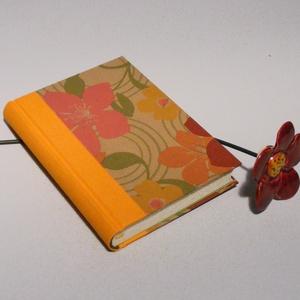 Napló, emlékkönyv, jegyzetelő üres lapokkal. Kemény borító, virágmintás, narancssárga vászon gerinc, Naptár, képeslap, album, Otthon & lakás, Gyerek & játék, Jegyzetfüzet, napló, Könyvkötés, Papírművészet, Kézzel fűzött napló, jegyzetelő, emlékkönyv üres lapokkal.\n\nA kemény könyvborító virágmintás csomago..., Meska