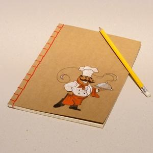 Füzet pocakos szakáccsal. Kézzel rajzolt és fűzött füzet, receptgyűjtő, receptfüzet ínyenceknek, Naptár, képeslap, album, Otthon & lakás, Jegyzetfüzet, napló, Konyhafelszerelés, Receptfüzet, Könyvkötés, Festett tárgyak, Füzet pocakos szakáccsal. Kézzel rajzolt és fűzött füzet, receptgyűjtő, receptfüzet. Piros cérnával ..., Meska