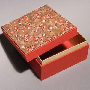 Doboz, díszdoboz, tároló, ajándékos doboz, díszcsomagolás; papír és vászon kombinációja, ajándékos doboz japán képpel, Dekoráció, Otthon & lakás, Lakberendezés, Tárolóeszköz, Papírművészet, Könyvkötés, Doboz, díszdoboz, tároló, ajándékos doboz, díszcsomagolás; papír és vászon kombinációjával, ajándéko..., Meska