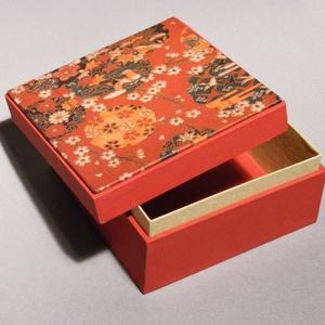 Doboz, díszdoboz; tárolódoboz, ajándékos doboz, japános motívummal, piros dobozka színes, mintás, levehető tetővel, Dekoráció, Otthon & lakás, Lakberendezés, Tárolóeszköz, Papírművészet, Könyvkötés, Doboz, díszdoboz; tárolódoboz, ajándékos doboz, japános motívummal, piros dobozka színes, mintás, le..., Meska