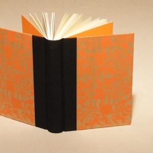 Napló, emlékkönyv, jegyzetelő üres lapokkal. Kemény borító, narancssárga mintás, fekete vászon gerinc, Naptár, képeslap, album, Otthon & lakás, Jegyzetfüzet, napló, Gyerek & játék, Könyvkötés, Papírművészet, Kézzel fűzött napló, jegyzetelő, emlékkönyv üres lapokkal.\n\nA kemény könyvborító bézs alapon narancs..., Meska
