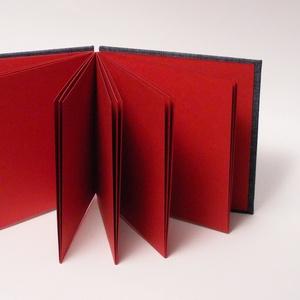 Farmervászon borítós fotóalbum piros kockás masnikkal, sötétpiros belső lapokkal (enciboltja) - Meska.hu