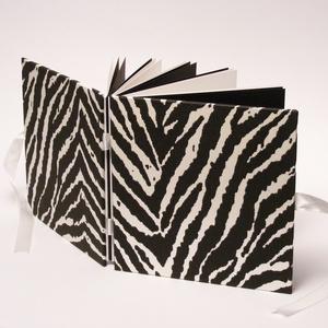 Fotóalbum zebracsíkos borítóval, fehér szatén megkötővel, fekete és fehér belső lapokkal - Meska.hu