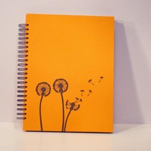 Fotóalbum vászon borítóval, spirál kötés, fekete lapok és pókpapír, minimál design, Papír írószer, Otthon & Lakás, Album & Fotóalbum, Könyvkötés, Papírművészet, Nagyméretű, álló formájú fotóalbum sötét narancsszínű vászon borítóval, minimál designnal: fekete ny..., Meska