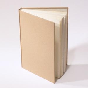 Natúr, kemény borítós, díszíthető könyv A/5 méretben. Napló, emlékkönyv, vendégkönyv, Otthon & lakás, Naptár, képeslap, album, Jegyzetfüzet, napló, Könyvkötés, Natúr, kemény borítós, díszíthető könyv csomagolópapír borítással, vágott A/5-ös méretű.\nA natúr bor..., Meska
