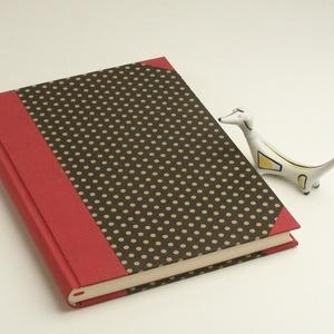Fekete pöttyös, kézzel fűzött napló, emlékkönyv, vendégkönyv sima, üres lapokkal, piros vászon gerinc és sarkok B5 méret, Naptár, képeslap, album, Otthon & lakás, Jegyzetfüzet, napló, Férfiaknak, Könyvkötés, Papírművészet, Fekete pöttyös, kézzel fűzött napló, emlékkönyv, vendégkönyv sima, üres lapokkal, piros vászon gerin..., Meska