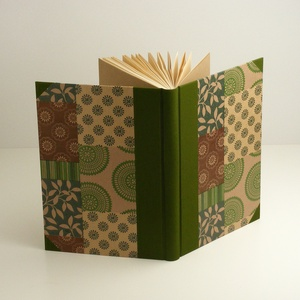 Zöld és barna B5 félvásznas napló, emlékkönyv, vendégkönyv antikollapokkal. Kemény borító, keki vászon gerinc és sarkok - Meska.hu